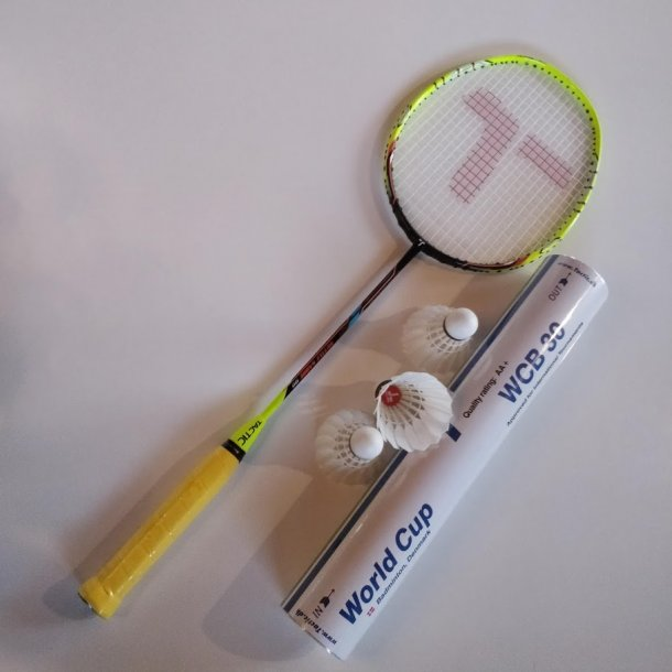2 stk. - PAKKE. med kvalitets badmintonbolde og greb.  Sabre 99